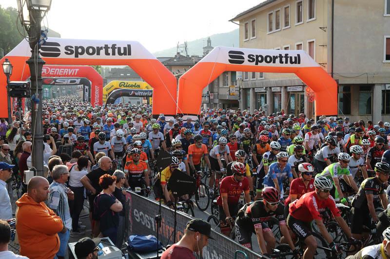 La partenza - Sportful Dolomiti Race - Granfondo ciclistica Feltre