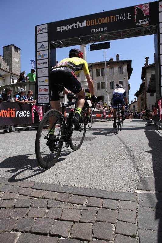 Arrivo Piazza Maggiore Sportful Dolomiti Race 2019