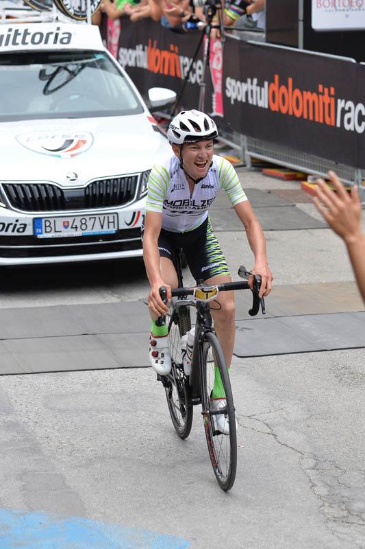 Arrivo della gara lunga uomini - Sportful Dolomiti Race - Granfondo ciclistica Feltre