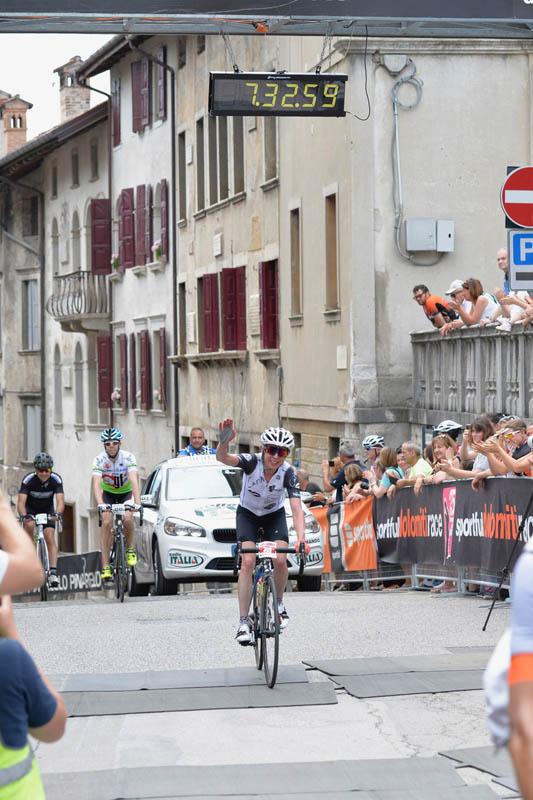 Arrivo della gara lunga donne - Sportful Dolomiti Race - Granfondo ciclistica Feltre