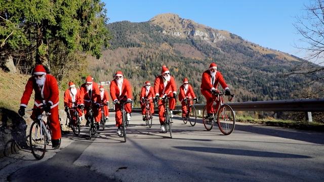 Percorso Babbo Natale.La Granfondo Cambia Percorso Lo Annuncia Babbo Natale Sportful